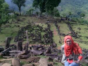 Mejeng di Puncak Gunung Padang