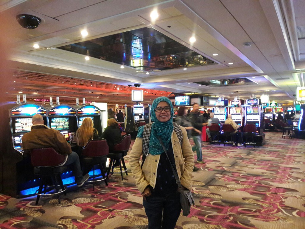 jilbabers goes to Casino? you mean it!