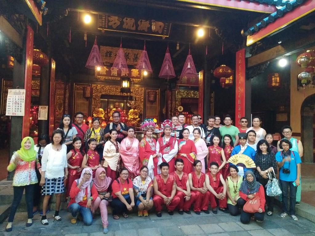 Bersama Pengurus dan Pemuda Kelenteng Tak Kay Sie