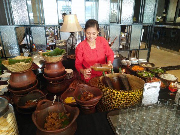 Penyajian makanan tradisional