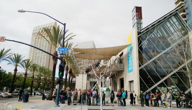 Mengantri Sembako di San Diego